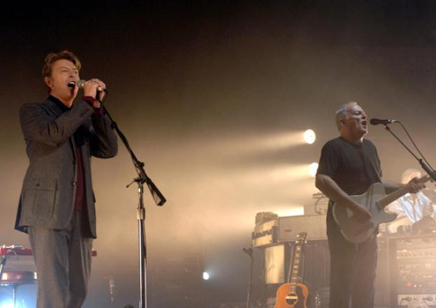 """David Gilmour and David Bowie Sing """"Comfortably Numb"""""""