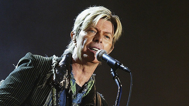 Flashback: David Bowie Performs 'Station to Station' in 2004