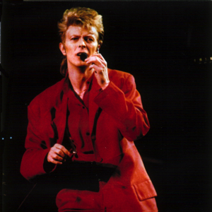 david-bowie-smiling-through-the-darkness-1