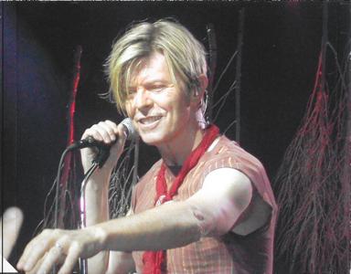 david-bowie-HOT-&-ALIVE-MARSEILLE-2003