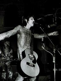 DAVID-BOWIE-Aylesbury-Friars-Club-1972-07-15