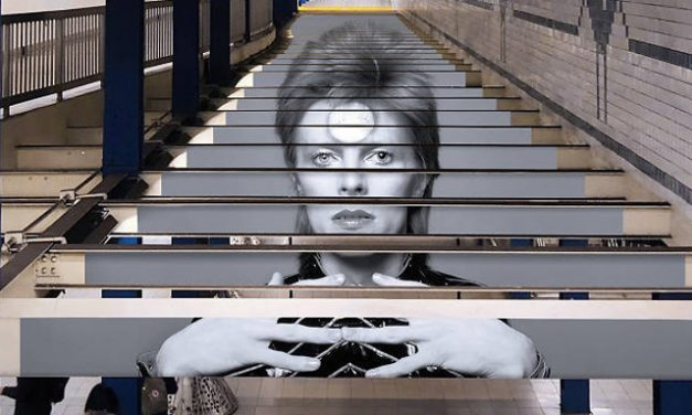 New York: a subway station pay tribute to David Bowie