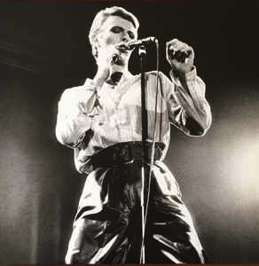 david-bowie-welcome-to-the-blackout-live-london-78